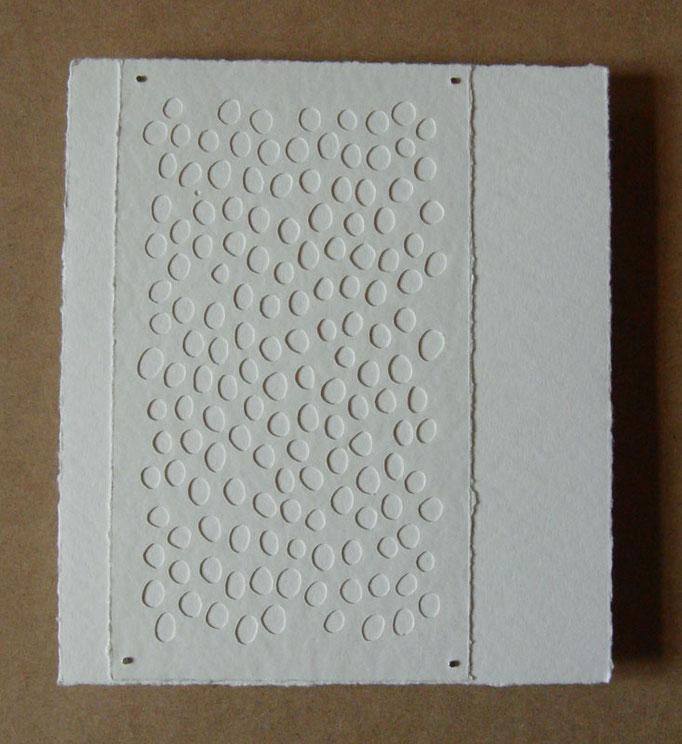 blanc sur blanc • Scherenschnitt 2016 • Aquarellkarton, Magnete • 28 x 25 cm