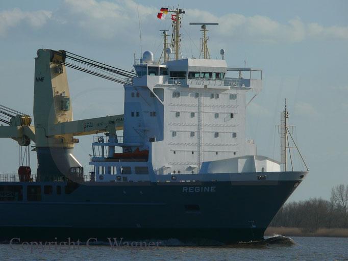 Heavy Lift Vessel REGINE, erhöhtes Deckshaus