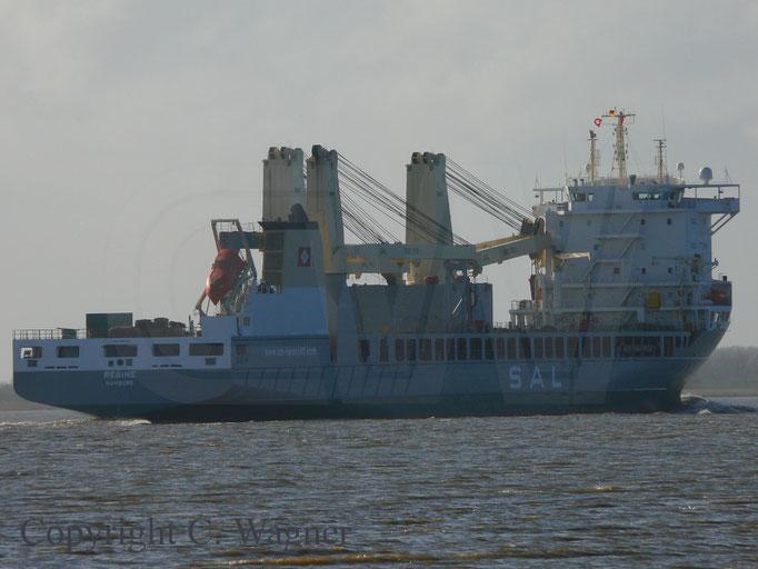 Heavy Lift Vessel REGINE unterwegs auf der Elbe