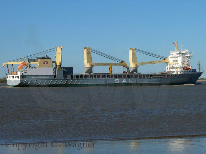 Heavy Lift Vessel TRINA auf der Elbe