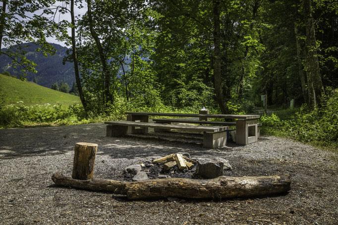 Es gibt auch einen schönen Lagerfeuerplatz mit Bankgarnitur
