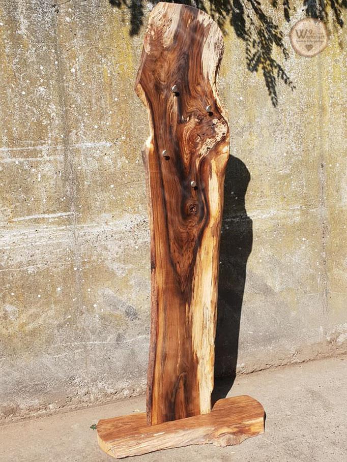 Garderobe_Design_aus_Massiv_Holz