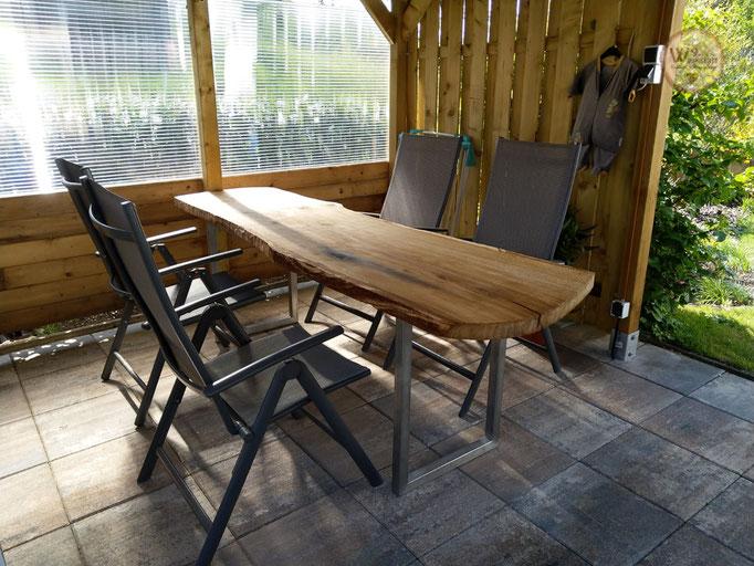 Tisch_natuerliche_Baumkante
