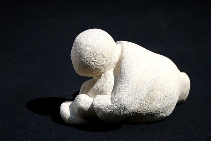 """""""Barnabé, le lacet"""" - sculpture en pierre du Gard - 16x17x23 cm"""