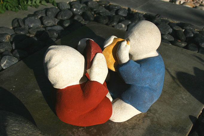 """Le goûter"" - sculpture en pierre du Gard -"