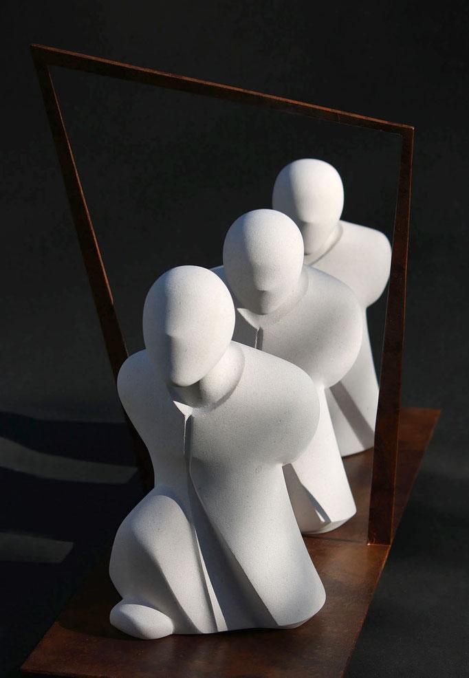 """""""Les errants"""" - sculpture en pierre de Lens et métal - 50x80x31 cm"""