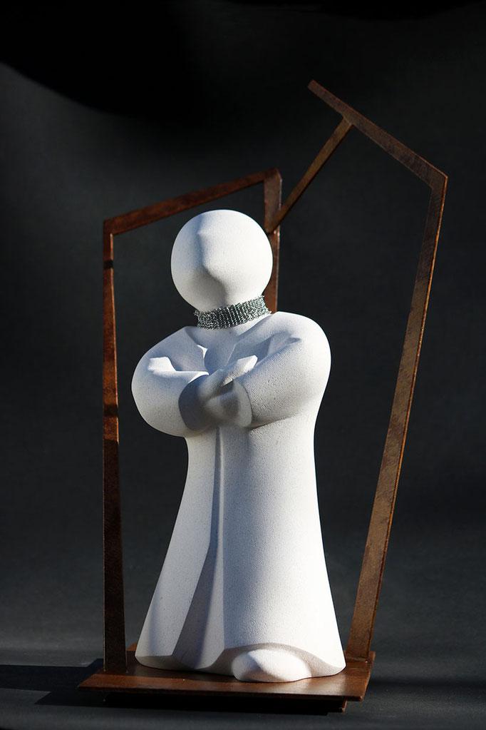 """""""Pétronille, Rêverie"""" - sculpture en pierre de Lens et métal - 48x38x30 cm"""