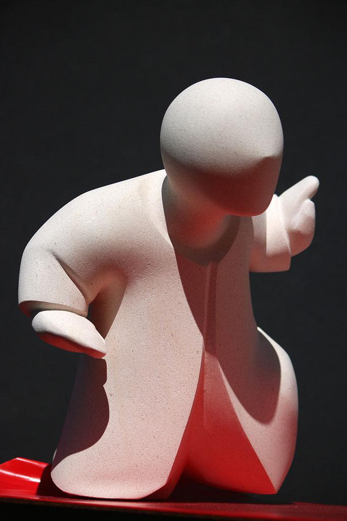 """""""Tapis rouge"""" - sculpture en pierre de Lens et métal - 35x49x28 cm"""