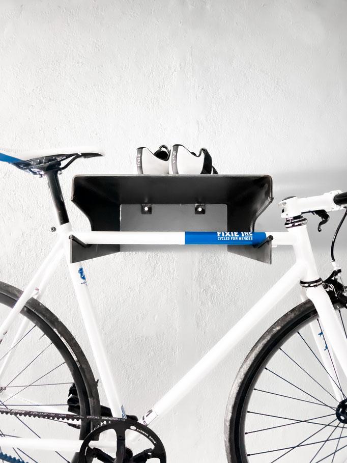 Metall Stahl Fahrradhalter Bike minimalismus schlicht edel Dekoration Halterung roadbike Blech Zuschnitt Brennschneiden Plasmaschnitt industrial unikat style handmade individuell interior design Metallbau Stahlbau