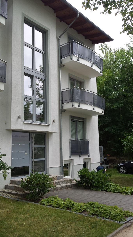 Balkon Balkone Balkonbau Aussenanlagen Außentreppe Stahltreppe Anbau Treppenbau Treppe Geländer Geländerbau Anlagenbau Stahlbau Metallbau