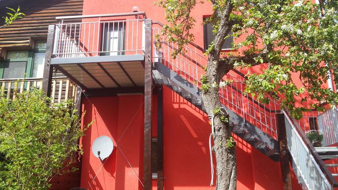 Aussenanlagen Außentreppe Stahltreppe Anbau Treppenbau Treppe Geländer Geländerbau Anlagenbau Stahlbau Metallbau Schlosserei