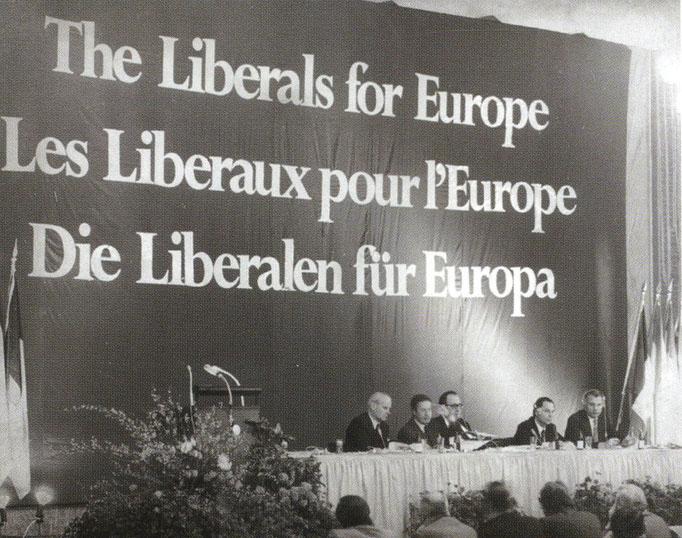Die historische Unterzeichung der Stuttgarter Erklärung im März 1976