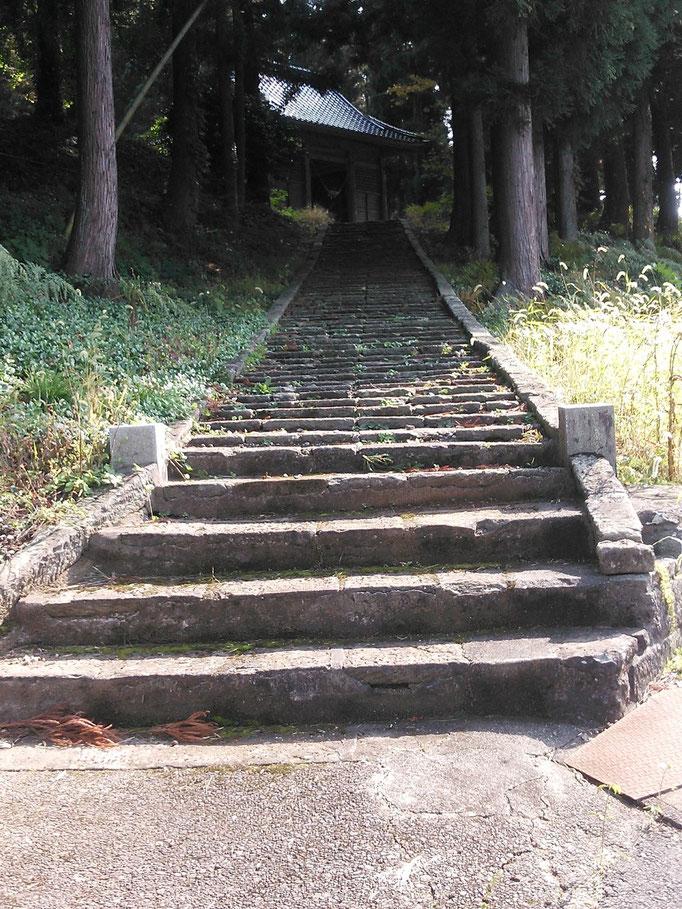 雷電神社(月山・雨告山・雷電盤がご神体)