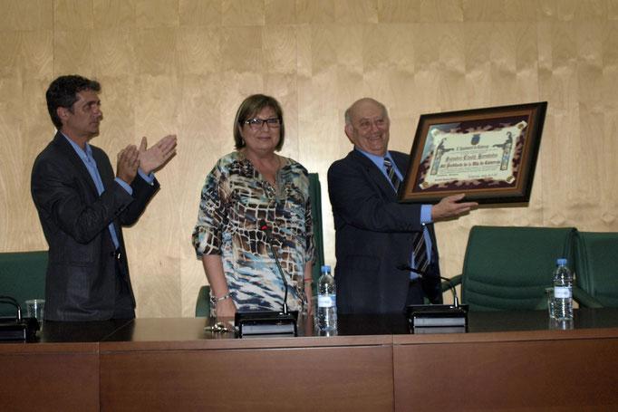 Recibiendo el nombramiento de 'Hijo Predilecto' de la Villa de Catarroja