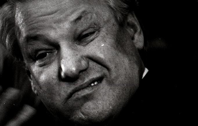 Бори́с Никола́евич Е́льцин — советский и российский партийный, государственный и политический деятель. Фотограф — Лев Шерстенников