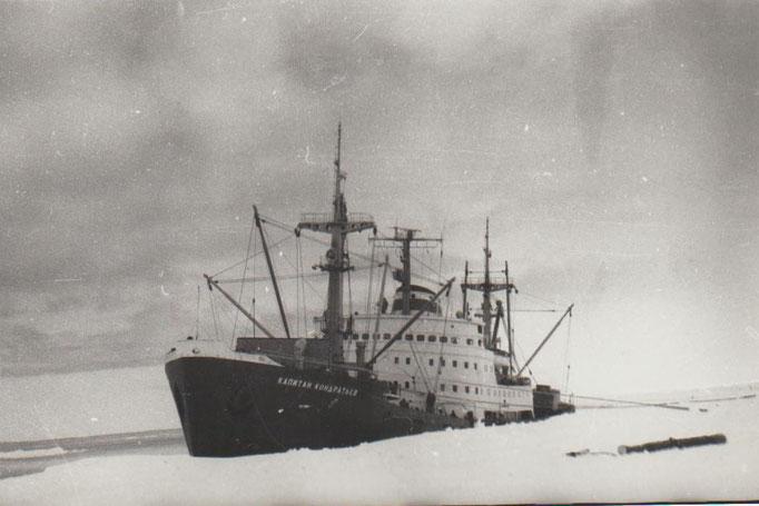 """Грузовое судно """"Капитан Кондратьев"""" в море Уэделла, Антарктида"""