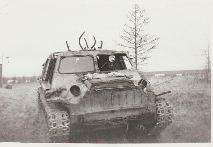 Боевой конь Сергея Яснопольского. Вездеход ГАЗ-47  в тундре Якутии 1975 г