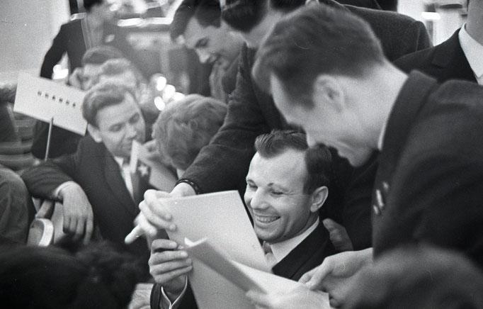 Юрий Алексеевич Гагарин — первый космонавт Земли. Фотограф — Лев Шерстенников