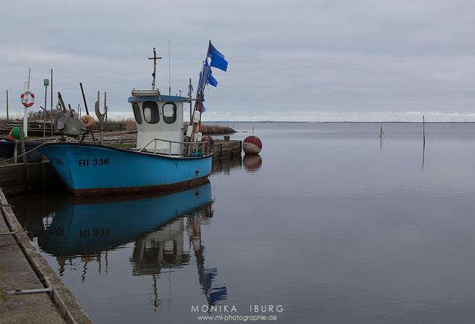 Eines der letzten kleinen Fischerboote am Fjord