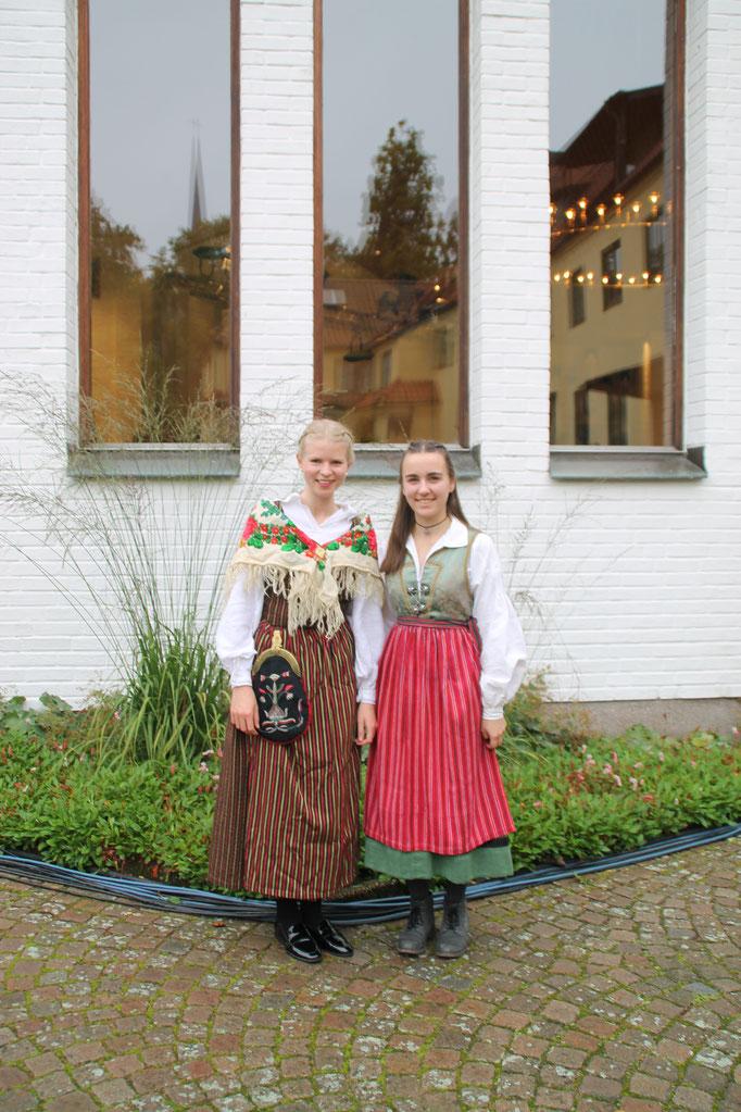 In schwedischer Tracht beim Fernsehgottesdienst in Vadstena: Elisabeth Schwake und Lioba Dietz