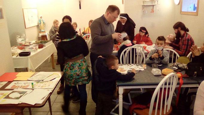Weihnachtsbasteln in der Gemeinde in Akureyri