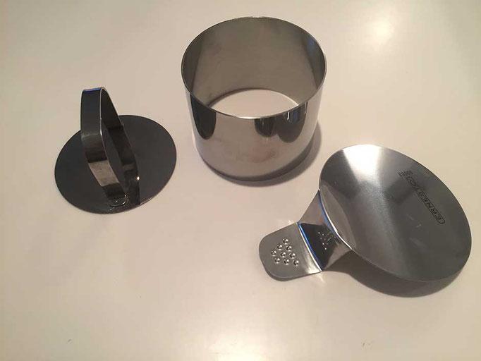 Metallring mit Stöpsel
