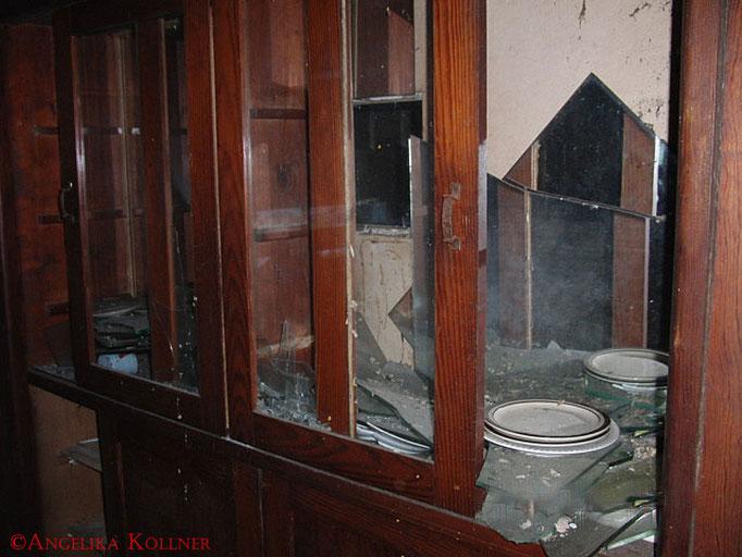 Ein Geschirrschrank hinter dem Tresen. #Ghosthunters #Geisterjäger #paranormal #ghost