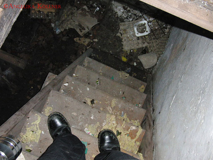 Hier ging es durch eine Falltür zum Keller. #Ghosthunters #Geisterjäger #paranormal #ghost