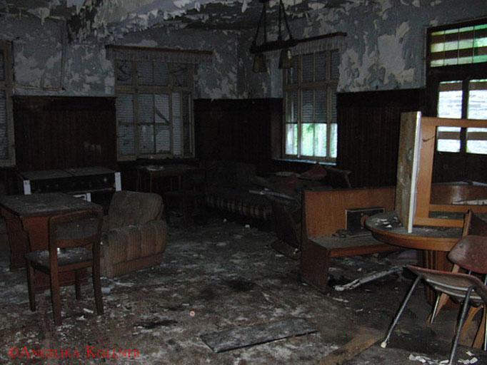 Es war hier sicher mal sehr gemütlich, doch davon war jetzt kaum noch etwas zu spüren. #Ghosthunters #Geisterjäger #paranormal #ghost
