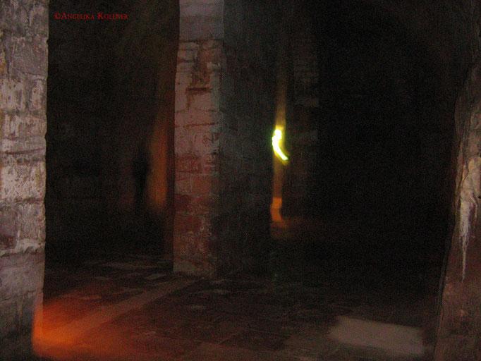 Hier ist links im Bild hinten an der Mauer ein Schatten zu sehen. Dies war ein Mitglied des Teansm verdeckt durch die Mauer in der Mitte. #Bitche #paranormal #ghosthunters