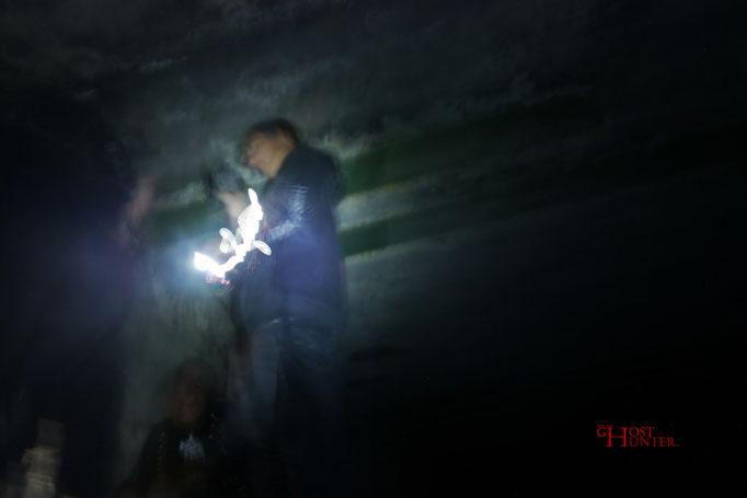 Dieses interessante Bild entstand durch falsche Belichtungszeit. Das Leuchten kommt von einer LED-Taschenlampe.