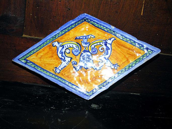 mattonella rombo dipinta a mano in cotto fatto a mano
