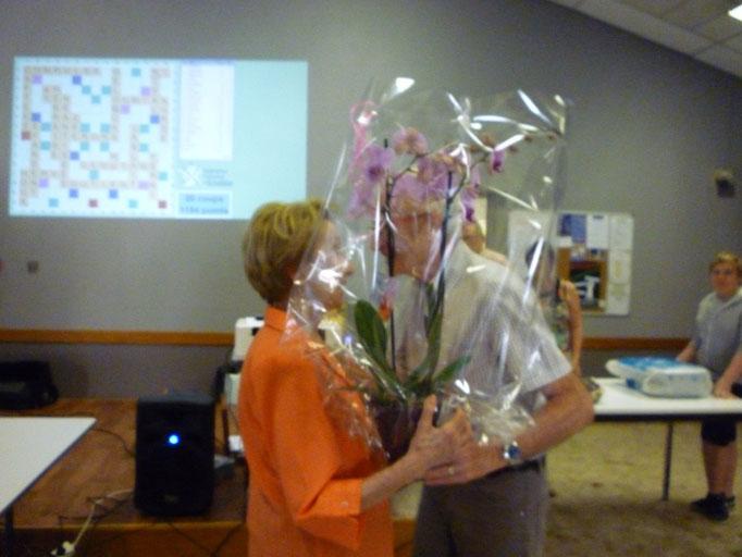 Ginette remporte l'orchidée tirée au sort.