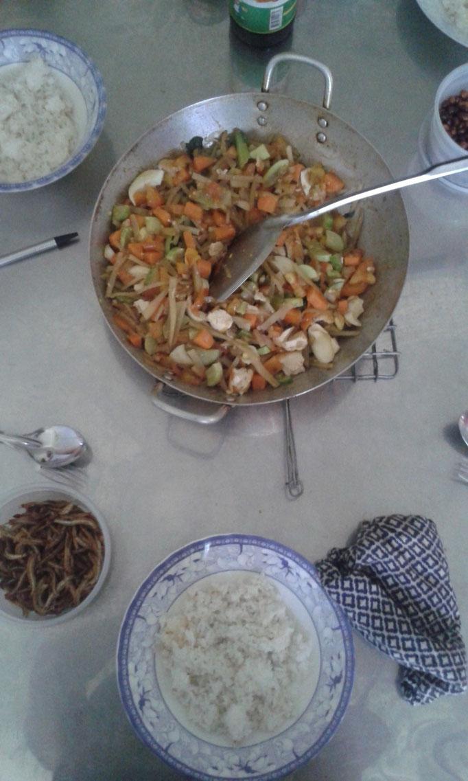Unser täglich Brot: Reis mit Gemüsepfanne