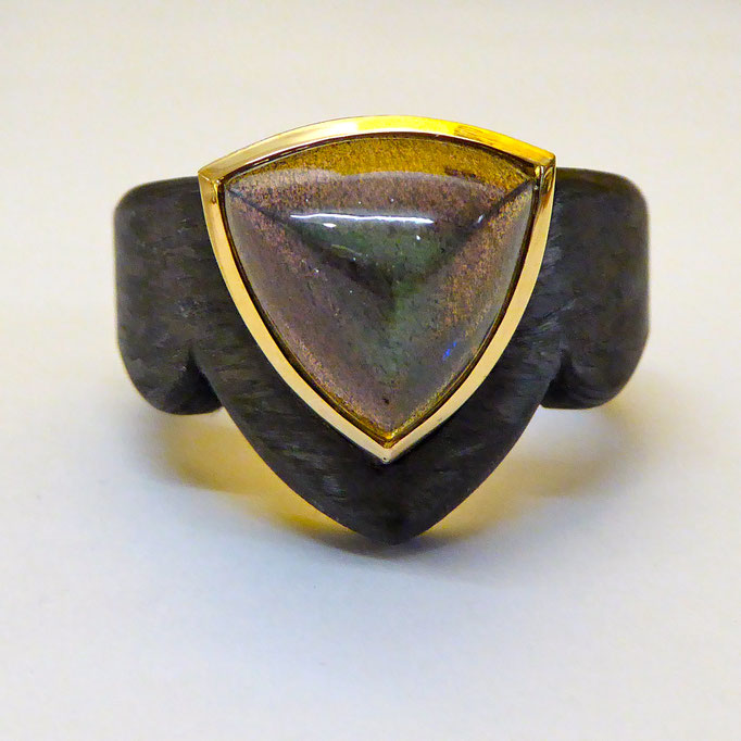 Ring mit Labradorith & Carbon, Gelbgold 750