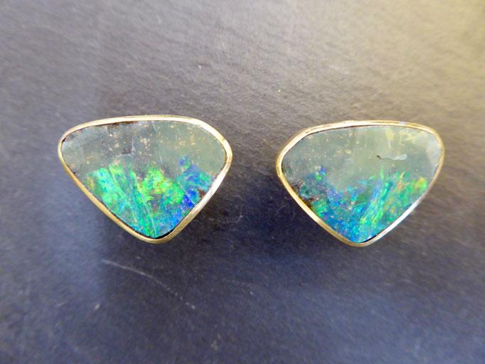 Ohrstecker mit Opal, Gelbgold 900
