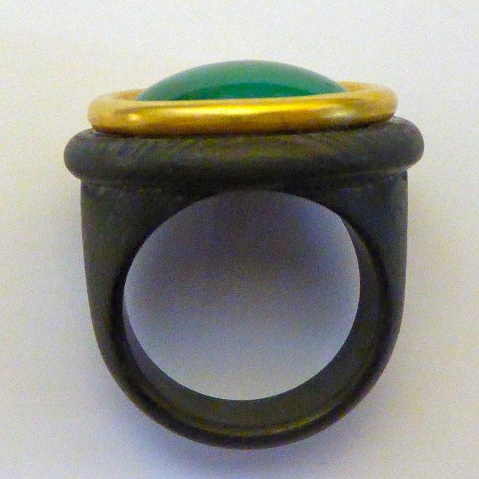 Ring mit Chrysopras & Carbon, Gelbgold 750