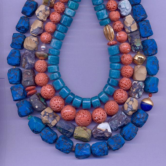 Halsketten mit Amagonith, Korallen, Türkis, Chrysopras