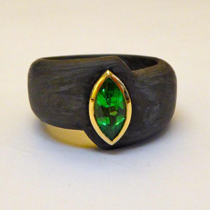 Ring mit Tsavorith & Carbon, Gelbgold 750