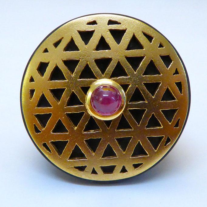 Ring mit Rubin & Carbon, Gelbgold 750
