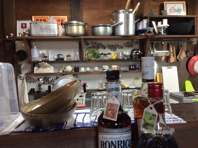 台所の食器棚