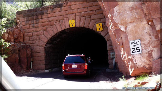 Tunnel: 1,1 Meilen - 14 feet Höhe