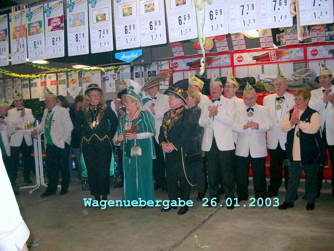 2003 - Prinzenwagenübergabe im Getränkemarkt Hermanns (ehemals Autohaus Wunsch)