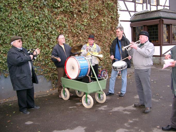 "2003 - Bachtaufe - ""Brassels Kapelle"" bei der Arbeit"
