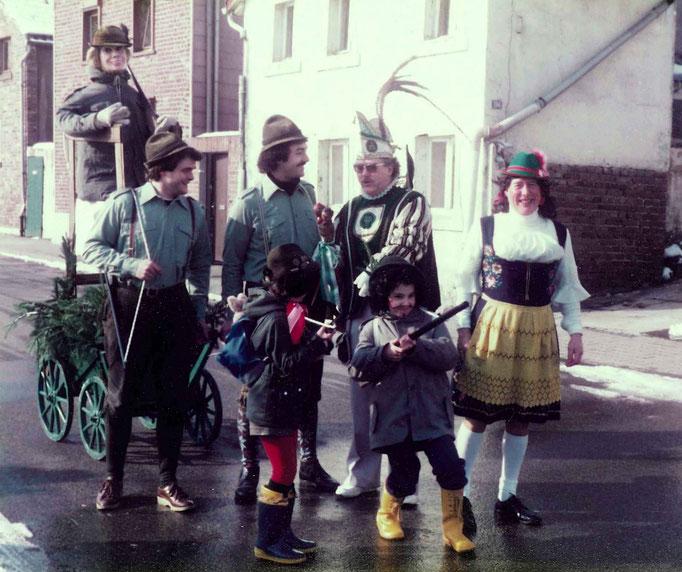 1983 - Zugteilnehmer mit Kostümen in Anspielung auf das Hobby des Prinzen Robert