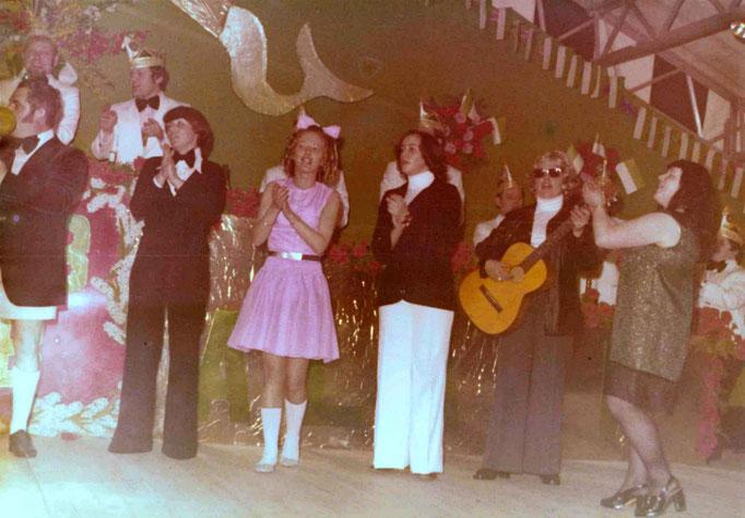 1975 - Pappmule während des Auftritts (Hitparade)