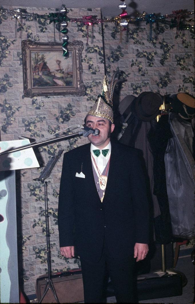 1972 - Prinz Jakob I. Kreutz bei seiner Rede anlässlich seiner Inthronisation in der Gaststätte Gerwing