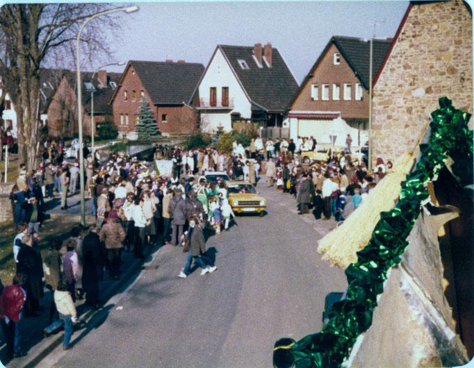 1990 - Blick vom Prinzenwagen auf die wartenden Zuschauer