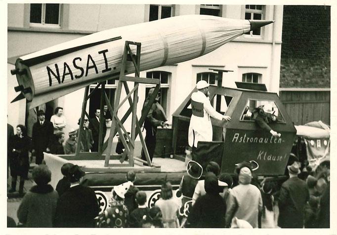 1965 - Motivwagen der Bösen Buben im Umzug