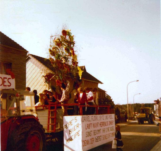 1975 - Umzug in Birgel - Wagen der Maigesellschaft